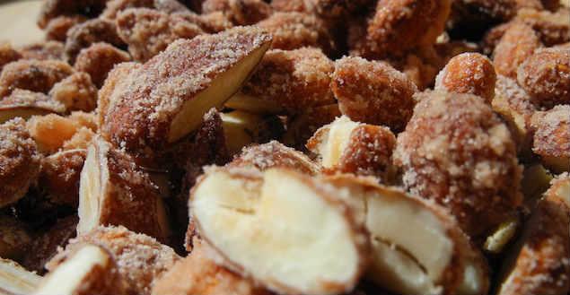 Amandes caramélisées pour chocolat maison- Feuille de choux