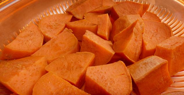 Patates douces découpées- Feuille de choux