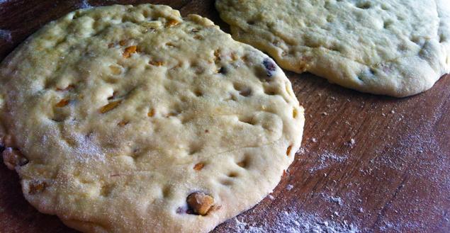 pain-naan-indien-avant-cuisson-feuille-de-choux