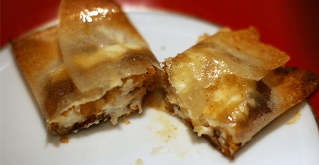 Bonbon croustillant de chèvre, confit d'oignon et pain d'épices - Feuille de choux