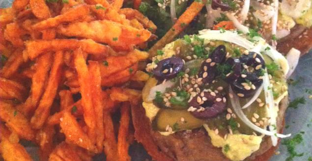 Burger vegan à strasbourg fleur des champs-Feuille de choux