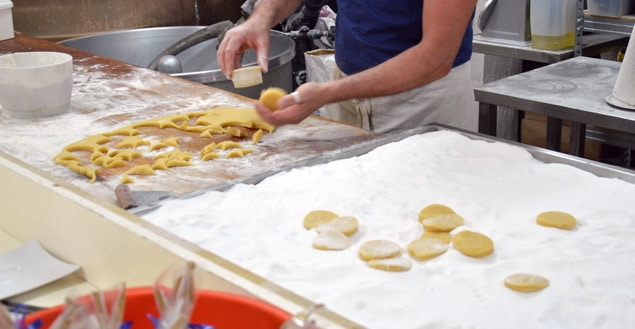 Decoupage de la pate a biscuit corse-Feuille de choux