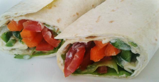 Wrap houmous et légumes croquants- Feuille de choux