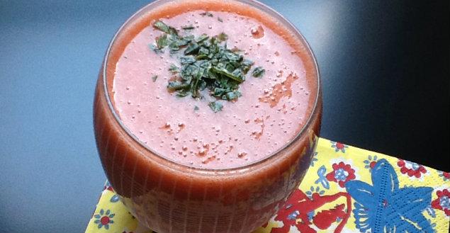 Smoothie carottes, fraise et tomate, spécial soleil - Feuille de choux