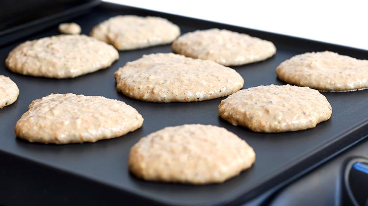 Pancakes aux Flocons d'avoine en cuisson