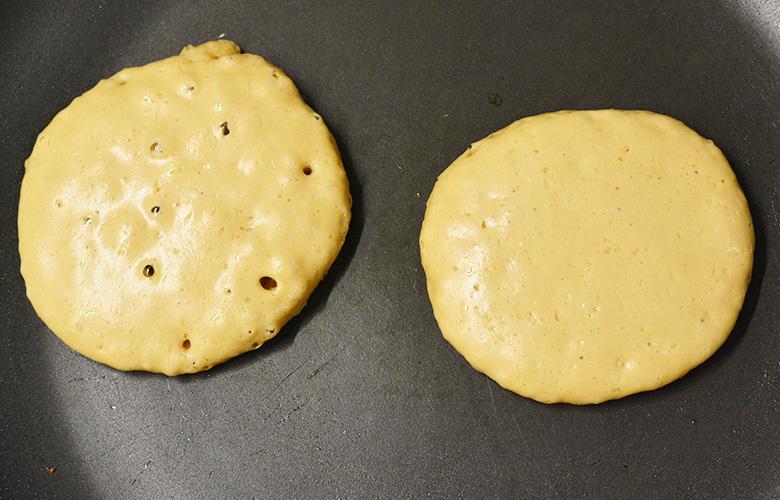 recette de pancakes de Cyril Lignac en cuisson